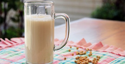 Đậu nành nói chung và sữa đậu nành nói riêng, đặc biệt tốt cho sức khỏe. Sữa có cấu trúc khá đặc, vị hạt phỉ. Hãy cùng tham khảo những thông