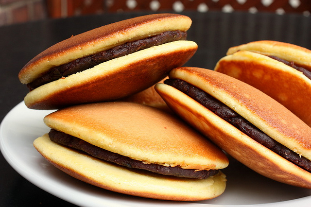 Hướng dẫn làm bánh Dorayaki – Bánh rán Đôrêmon