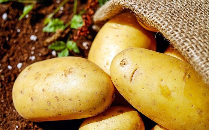 Mẹo hay đánh bay quầng thâm mắt từ hạnh nhân, dưa leo, khoai tây