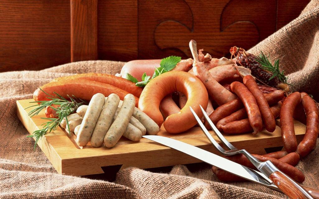 Xúc xích là một loại thực phẩm chế biến từ thịt (thường là heo, bò) bằng phương pháp nhồi thịt vào dồn vào bao bì, thêm phụ gia như muối