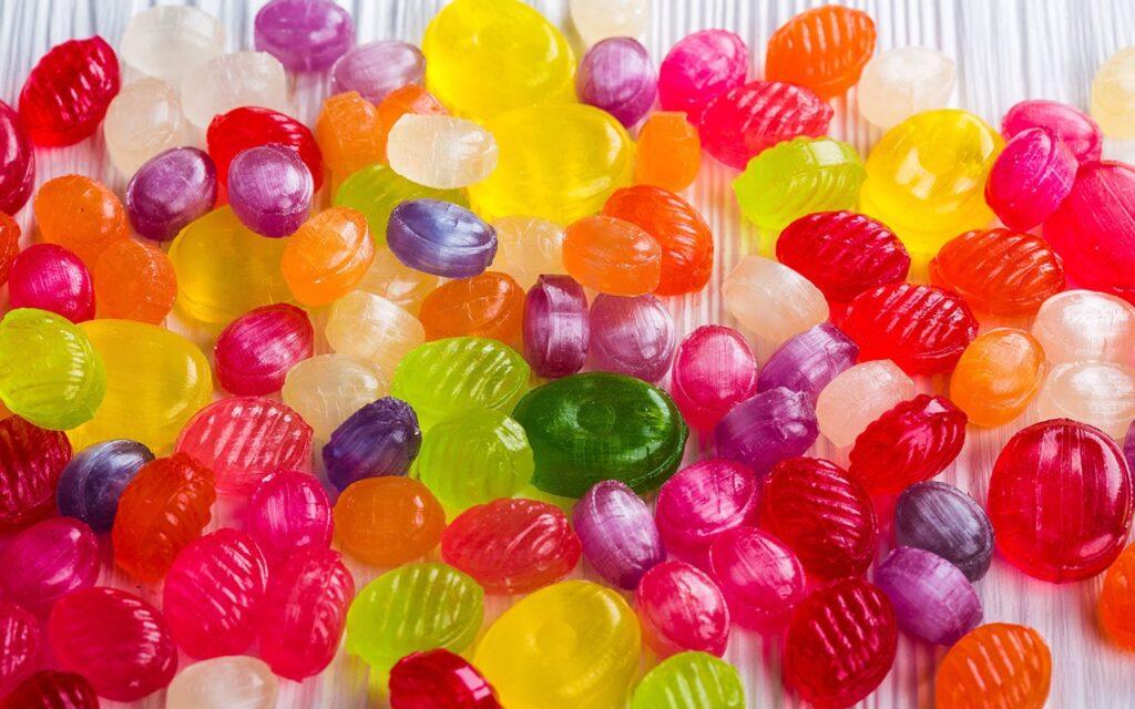 Kẹo là loại thực phẩm dạng viên, thỏi có chứa thành phần chính là đường. Từ này cũng được gọi chung là bánh mứt kẹo, bao hàm bất kỳ trong