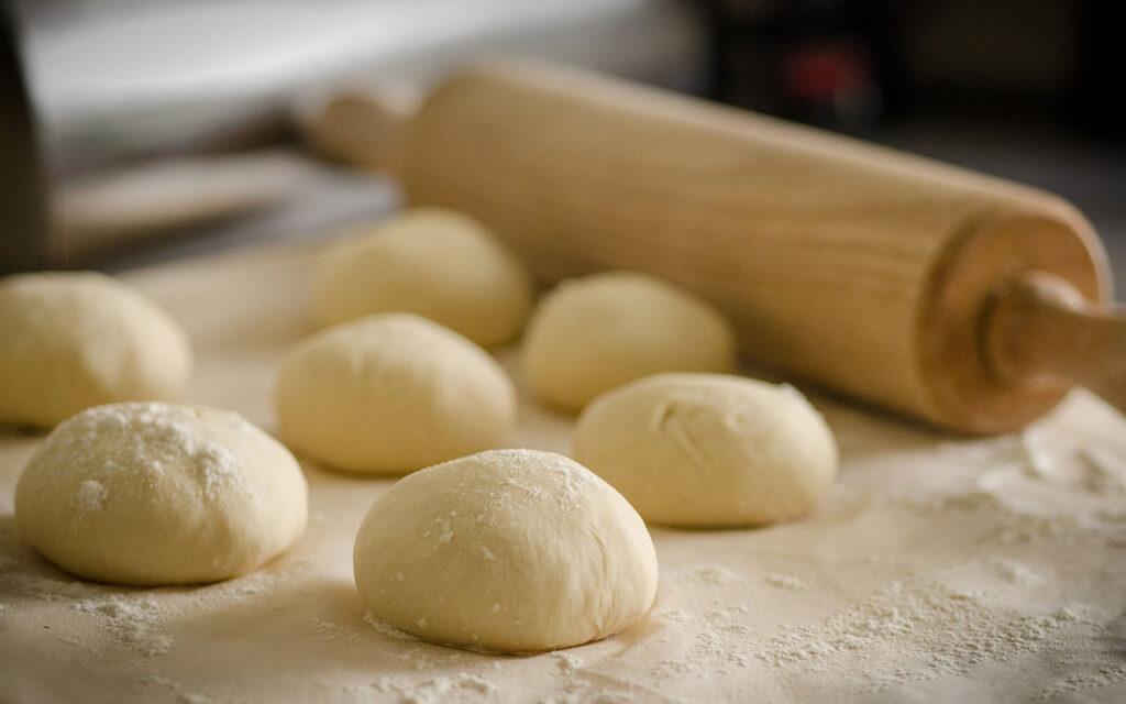 Trong bột nhào và trong bánh có rất nhiều cấu trúc bọt khí. Nó là một hệ có các tính chất giúp cho bánh được mềm xốp và ảnh hưởng trực tiếp