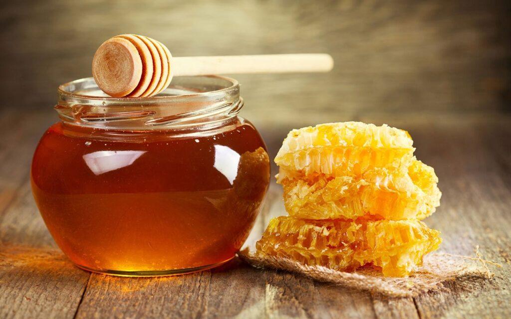 Hàm lượng nước nói chung trong mật ong là 16% - 25%, mật ong chín kỹ thì hàm lượng dưới 18%. Thành phần nước trong mật ong càng ít thì