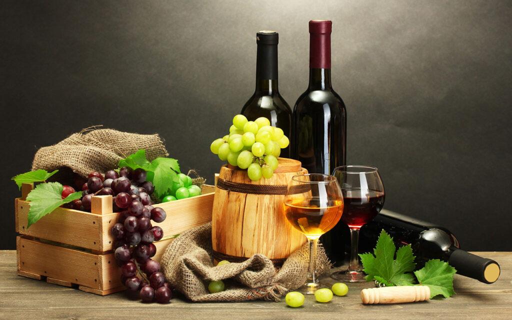 Rượu Vang hoặc Vang là một loại đồ uống có cồn, được sản xuất chủ yết từ nước ép nho lên men. Ngày nay, loại rượu này cũng có thể làm từ