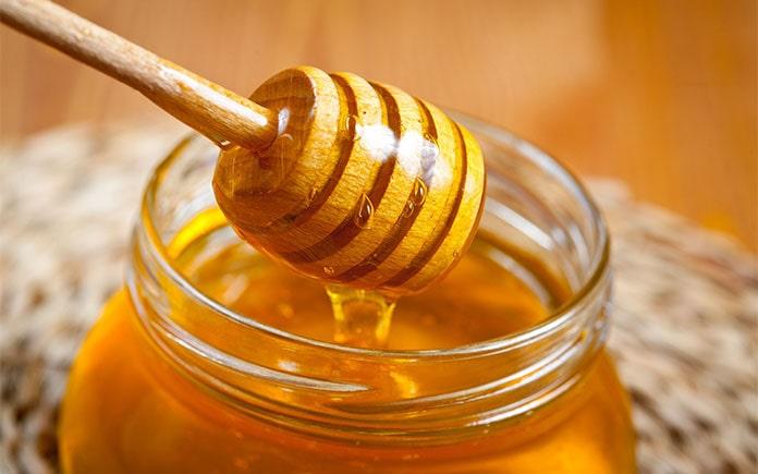 Việc chế biến mật ong không đơn thuần chỉ là thu hoạch rồi bảo quản. Bạn cần phải qua nhiều công đoạn để có được những hũ mật thơm ngon