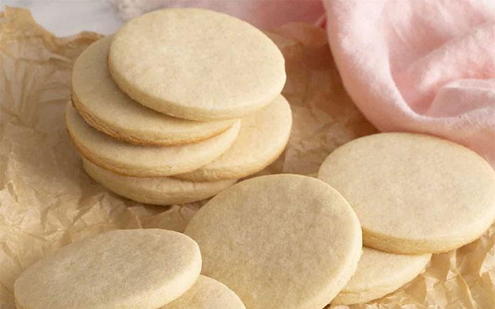 Bánh Bích quy là một loại sản phẩm được làm từ bột mì, đường, chất béo, trứng, thuốc nở, hóa học, tinh dầu. Bích quy có nhiều hình dạng và