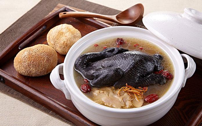 Dưới đây là danh sách các thực phẩm tốt nhất cho hệ thống miễn dịch do tạp chí Time bình chọn có ở Việt Nam. Đa phần các loại thực phẩm
