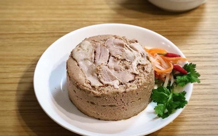 Pate là một sản phẩm chế biến từ thịt và bắt nguồn từ phương Tây. Nhưng nay ở Việt Nam cũng ưa chuộng vì chúng bảo quản chế biến thịt lâu
