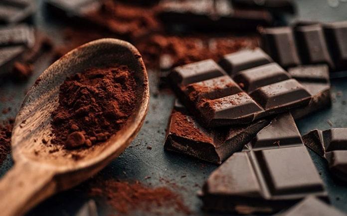 Hương vị ngọt ngào của chocolate là một trong số những hương vị được nhiều người yêu thích nhất trên thế giới. Vậy bên trong chocolate có gì..