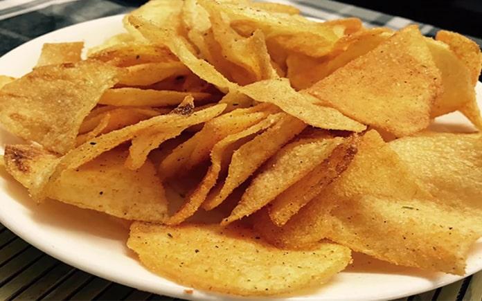 Khoai tây chiên là món ăn yêu thích của giới trẻ ngày nay. Vậy quá trình sản xuất khoai tây chiên mỏng, giòn rụm như thế nào, cùng Foodnk...