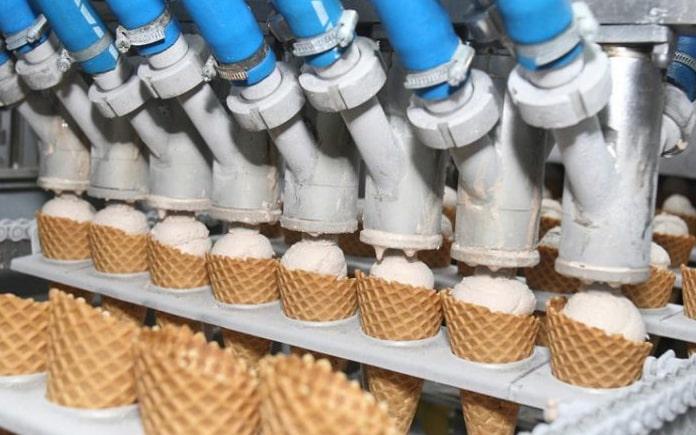 Để làm ra những que kem thơm ngon, việc sản xuất kem cũng không hề đơn giản. Tất cả đều phải trải qua một quy trình sản xuất kem khắt khe