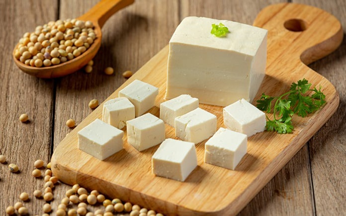 Đậu phụ là thực phẩm được dùng trong các chế độ ăn kiêng từ trước đến nay. Những lợi ích của đậu phụ nào tốt cho sức khỏe, hãy cùng Foodnk...