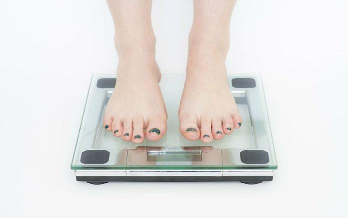 làm tiêu hao chất béo và mỡ thừa của cơ thể. Việc ăn quá nhiều đồ chiên hoặc uống ít nước,... cũng là những sai lầm trong quá trình giảm cân