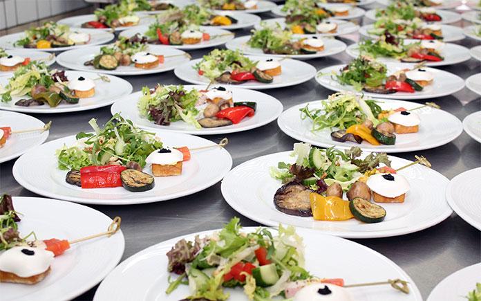 Bạn ăn uống hằng ngày, bạn luôn cần dinh dưỡng thông qua thực phẩm. Hãy cùng tìm hiểu định nghĩa và tiêu chí đánh giá chất lượng thực phẩm
