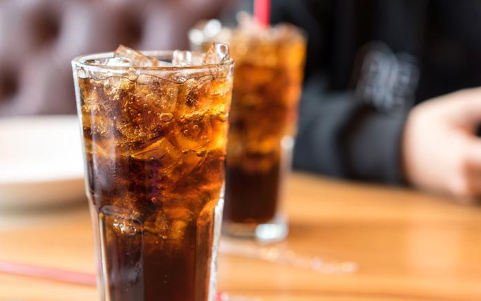 Uống nước ngọt nhiều sẽ dẫn đến tình trạng béo phì, thừa cân. Vậy có nên dán nhãn cảnh báo vào chai, lon nước ngọt không? Hãy cùng Foodnk...