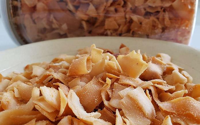 Dừa sấy giòn có thành phần chính từ cơm dừa khi ăn có vị ngọt thanh, béo và giòn tan. Món dừa này thường được ăn kèm với các món ăn khác...