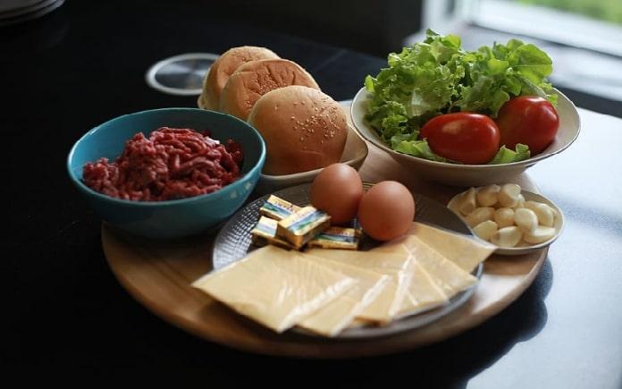 """Chế độ ăn """"eat clean"""" được nhiều người áp dụng trong thực đơn thường ngày. Điểm nổi bật của nó là sẽ giúp giảm lượng mỡ thừa của cơ thể"""