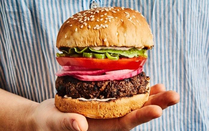 """""""Thịt thực vật"""" là cơn sốt lớn về cuộc cách mạng của ngành Công nghệ thực phẩm. Nhưng nó có đáp ứng dinh dưỡng như thịt động vật hay không?"""