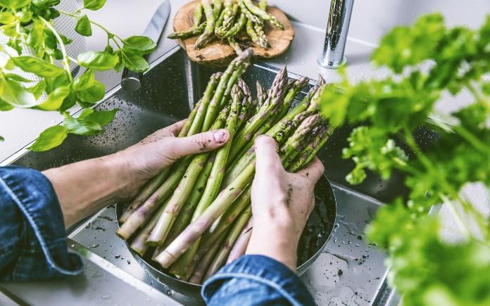 Măng tây là thực phẩm giàu dinh dưỡng và mang lại nhiều lợi ích cho sức khỏe. Chúng có khả năng giúp cải thiện sức khỏe tim mạch