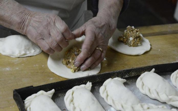 Bánh gối là món ăn được các tín đồ ẩm thực đua nhau làm trong trào lưu vào bếp. Hôm nay, Foodnk sẽ mách bạn cách làm bánh gối này